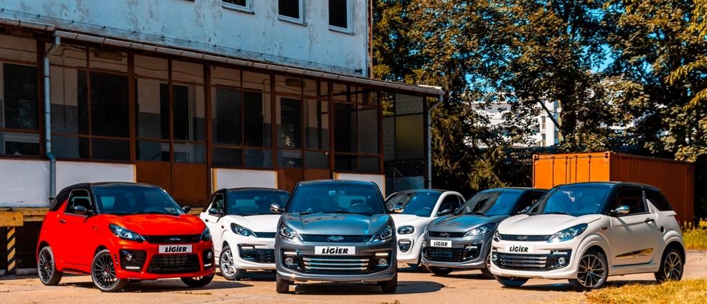 samochody na placu